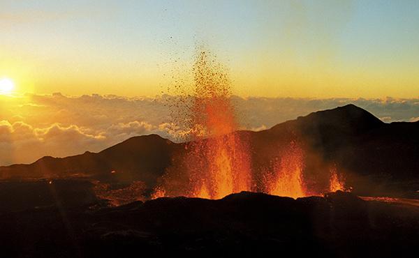 INTENSEMENT VOLCANIQUE : Rendez-vous au cœur d'un volcan actif