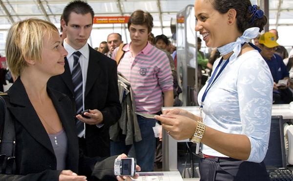 Agent commercial opérationnel en aéroport : l'hôtesse au sol