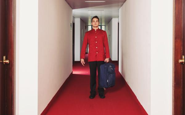 Bagagiste-chasseur : le lutin omniprésent dans l'hôtel