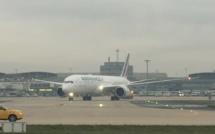 Air France : le premier Boeing 787 se pose à Paris CDG (Vidéo)