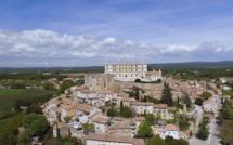Grignon et son château dans la Drôme provençale - DR : Pioucube/CRT Rhône-Alpes.