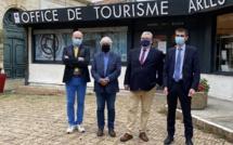 Christian Mourisard, Président d'ADN Tourisme ; Frédéric Vigouroux, Président du Conseil d'administration de l'ANCV ; Sébastien ABONNEAU, Président de l'Office de Tourisme Arles Camargue ; Alain SCHMITT, Directeur général de l'ANCV - DR ANCF ADN