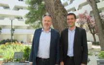 Au Cap'Vacances de la Grande Motte, Sylvain Crapez (à gauche)  délégué général de l'UNAT et Julien Faucher directeur général du réseau « CaP'Vacances » qui regroupe  12 villages clubs répartis à travers la France. Photo MS.
