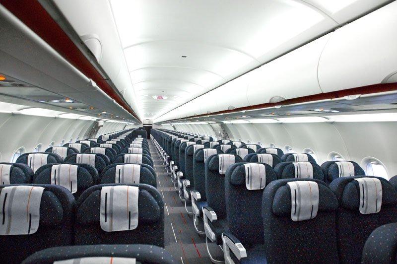 Air france nouvelle cabine du dernier a321 galerie for Airbus a320 air france interieur